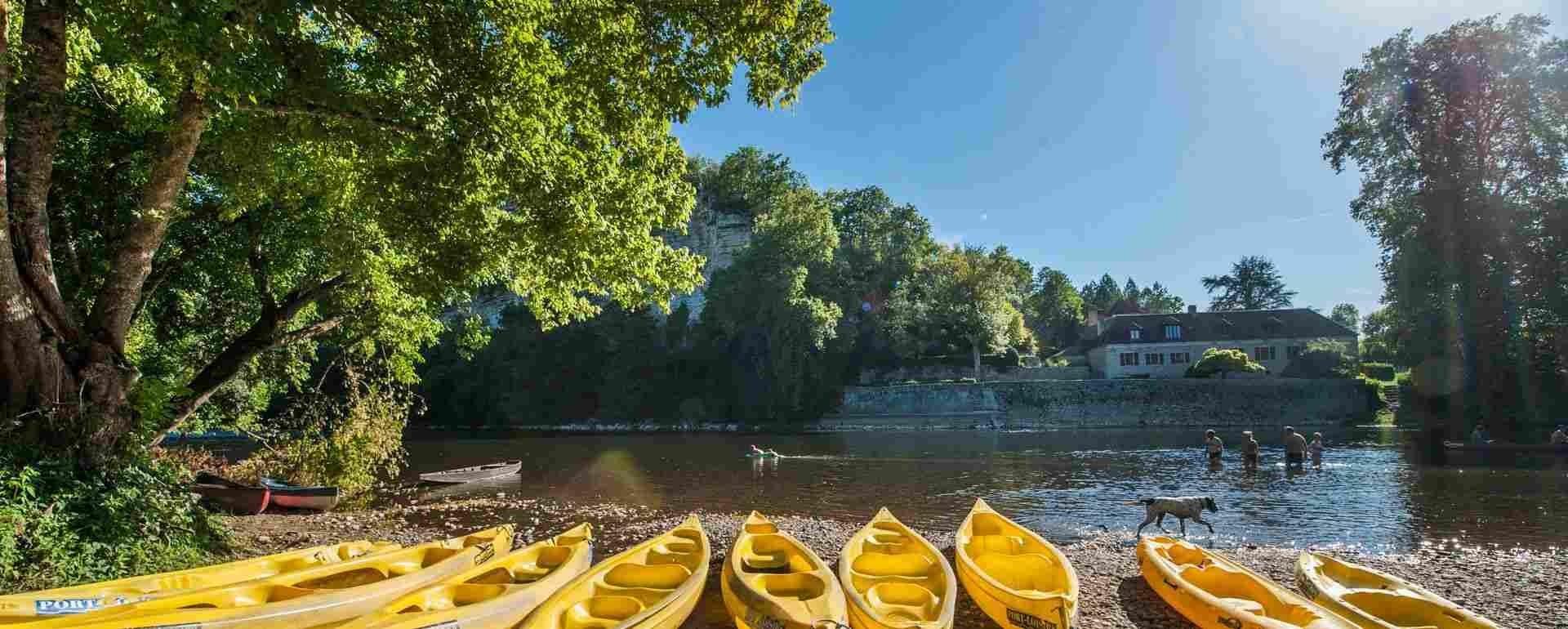Location de canoe? - Port Loisirs a? Creysse © Lot Tourisme