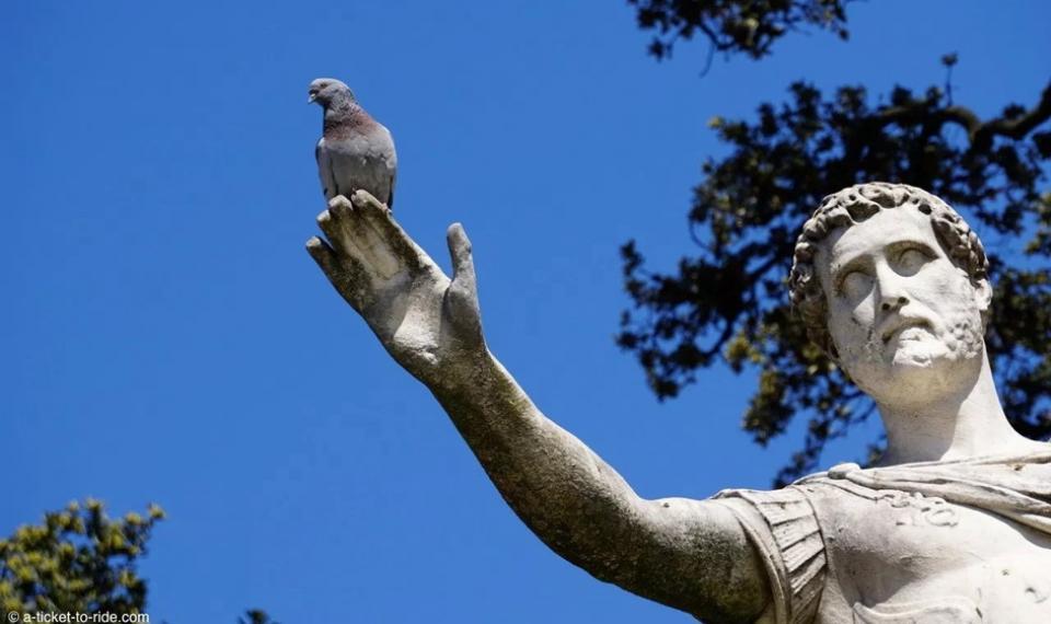 Statue d'Antonin à Nîmes