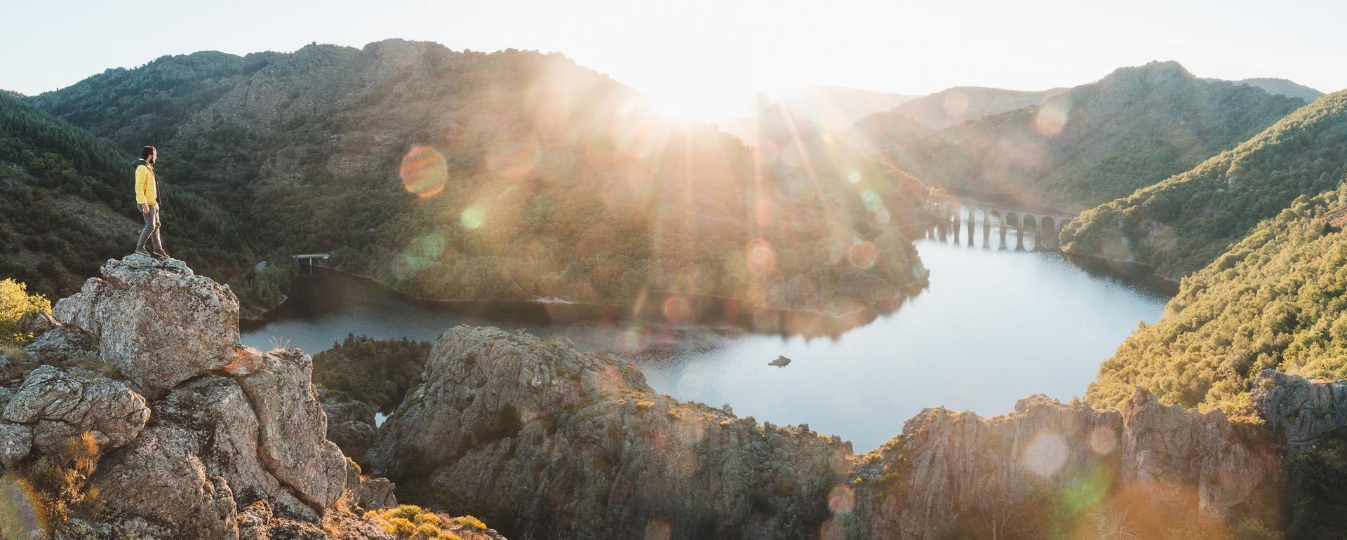 Golden hour sur le Lac de Villefort