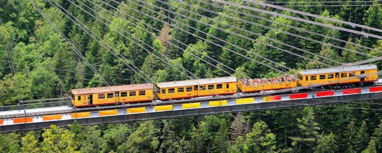 Train jaune de Cerdagne ©Office de Tourisme de Font Romeu
