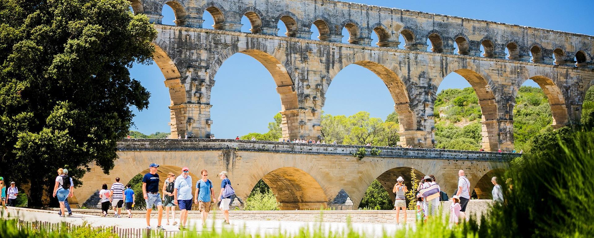 Le pont du Gard est le plus haut aqueduc du monde romain à trois niveaux.