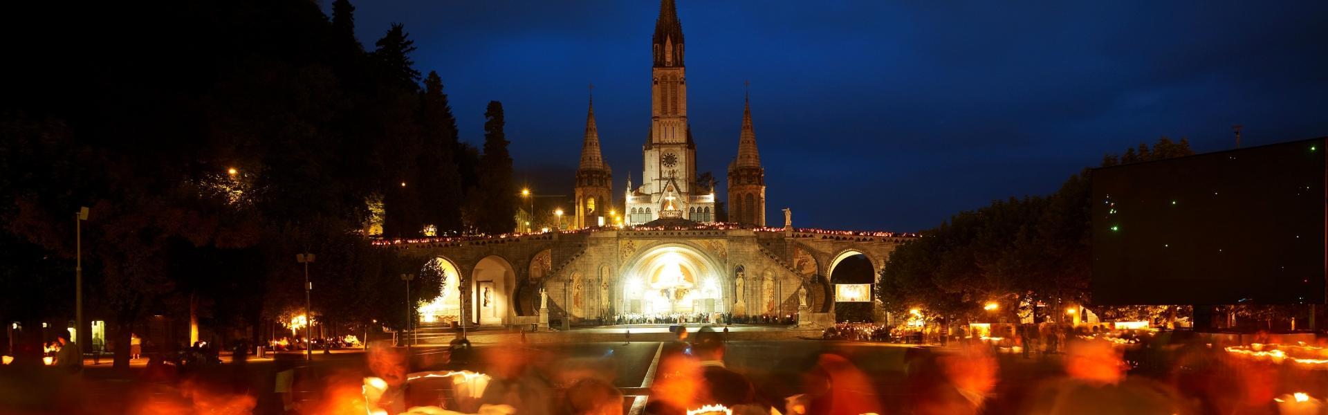 Lourdes Procession aux flambeaux