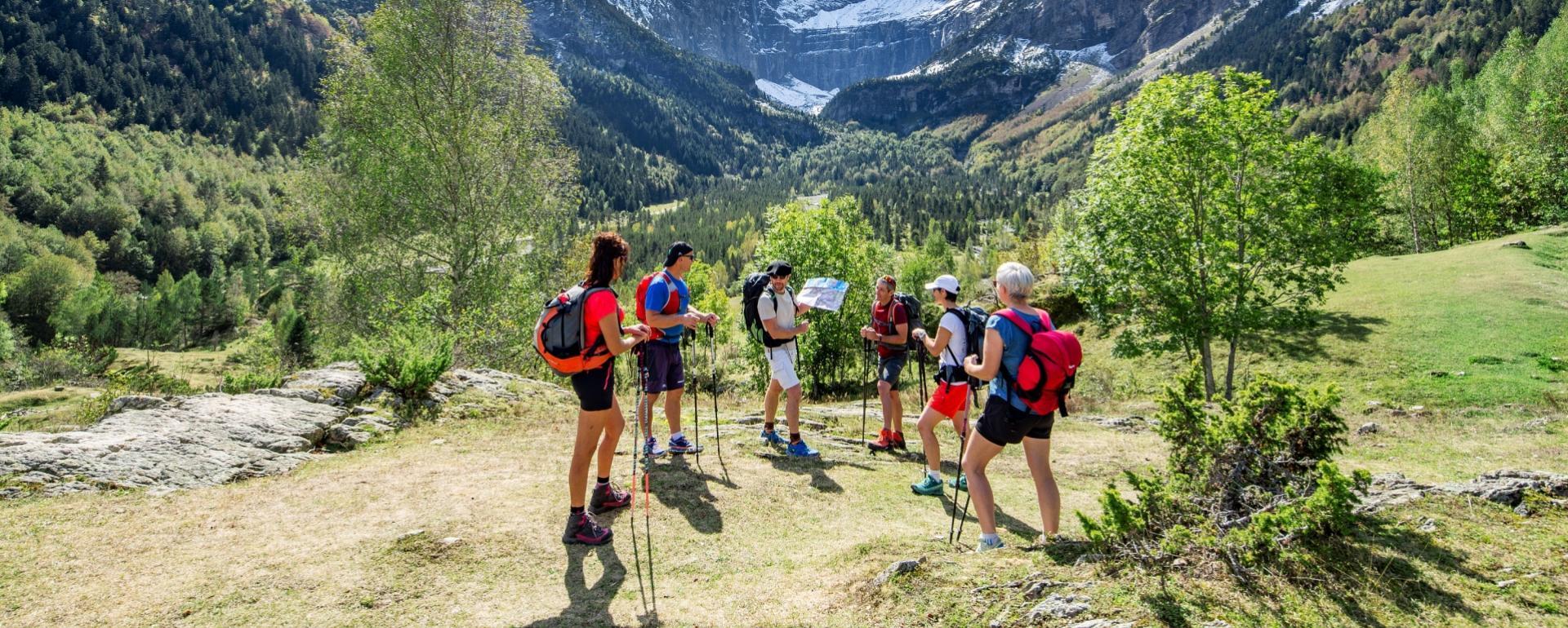 Montagne groupe randonneurs Hautes-pyrénées